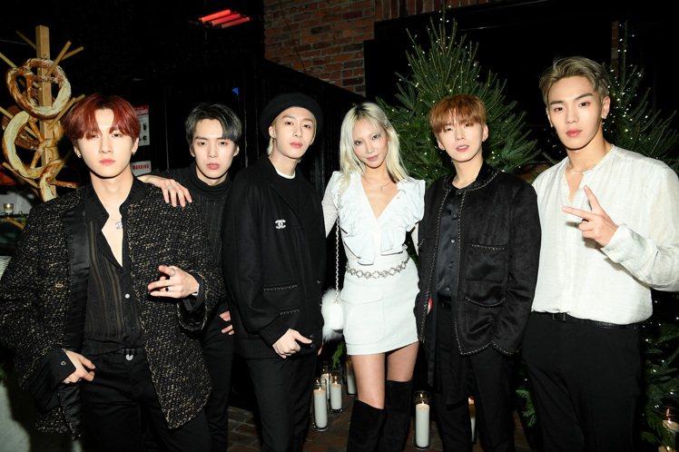 韓國男團MONSTA X與韓國超模朴秀珠穿著香奈兒服飾帶來勁歌熱舞,再次展現K-...