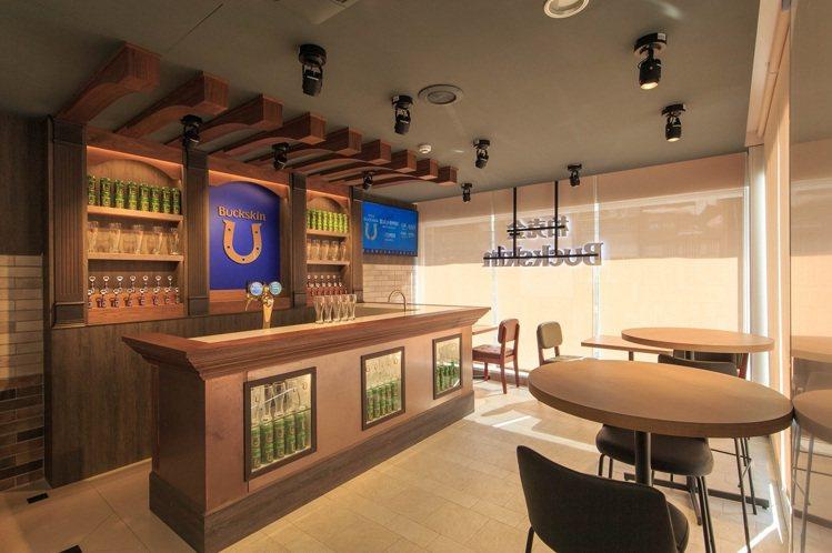 7-ELEVEN「X-STORE 3」首創柏克金啤酒複合店,於門市內規畫酒吧區,...