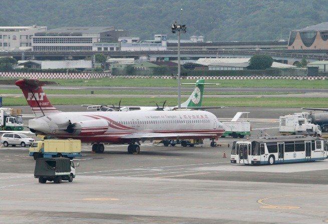 遠東航空宣布明天開始停止一切飛航營運。本報資料照片
