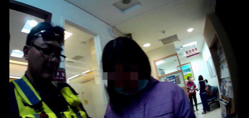 台南市方姓婦人接到電信詐騙電話,員警及時勸阻她匯出1百萬元存款。記者黃宣翰/翻攝