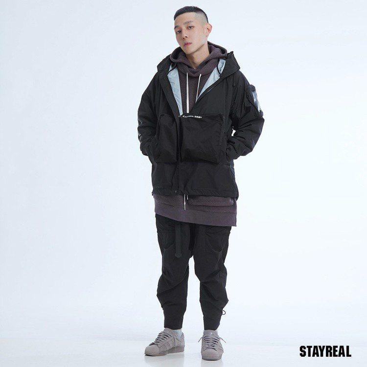 STRL立體口袋防風外套(黑色),售價3,680 元。圖/STAYREAL提供