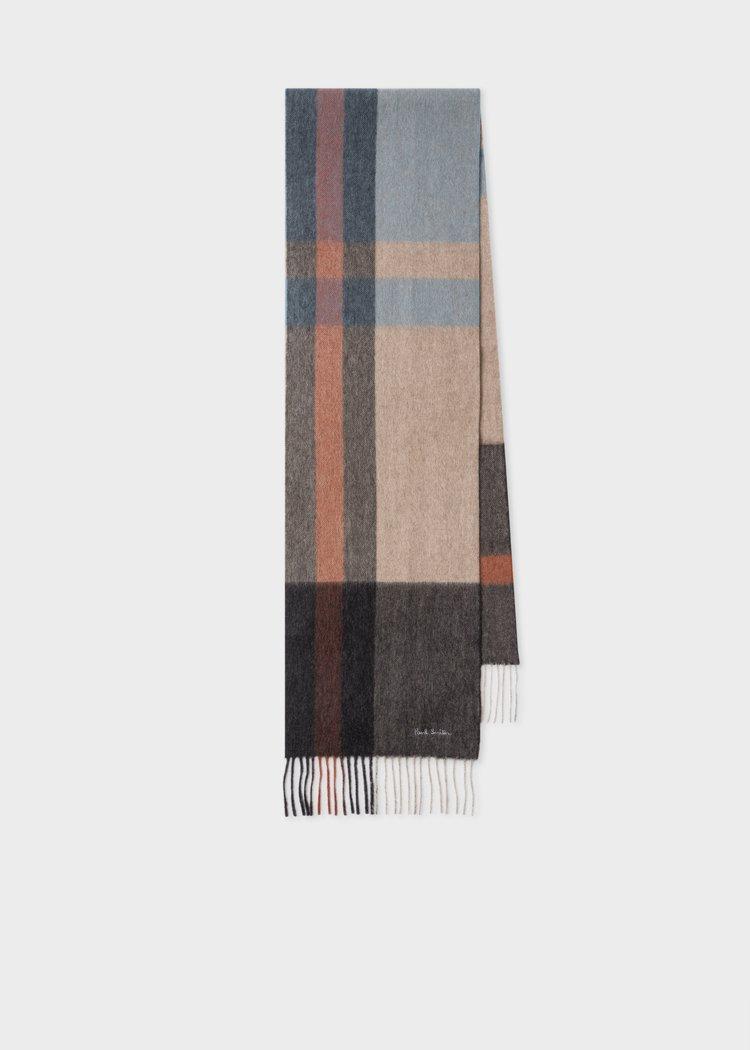 卡其格紋喀什米爾圍巾,9,300元。圖/Paul Smith提供