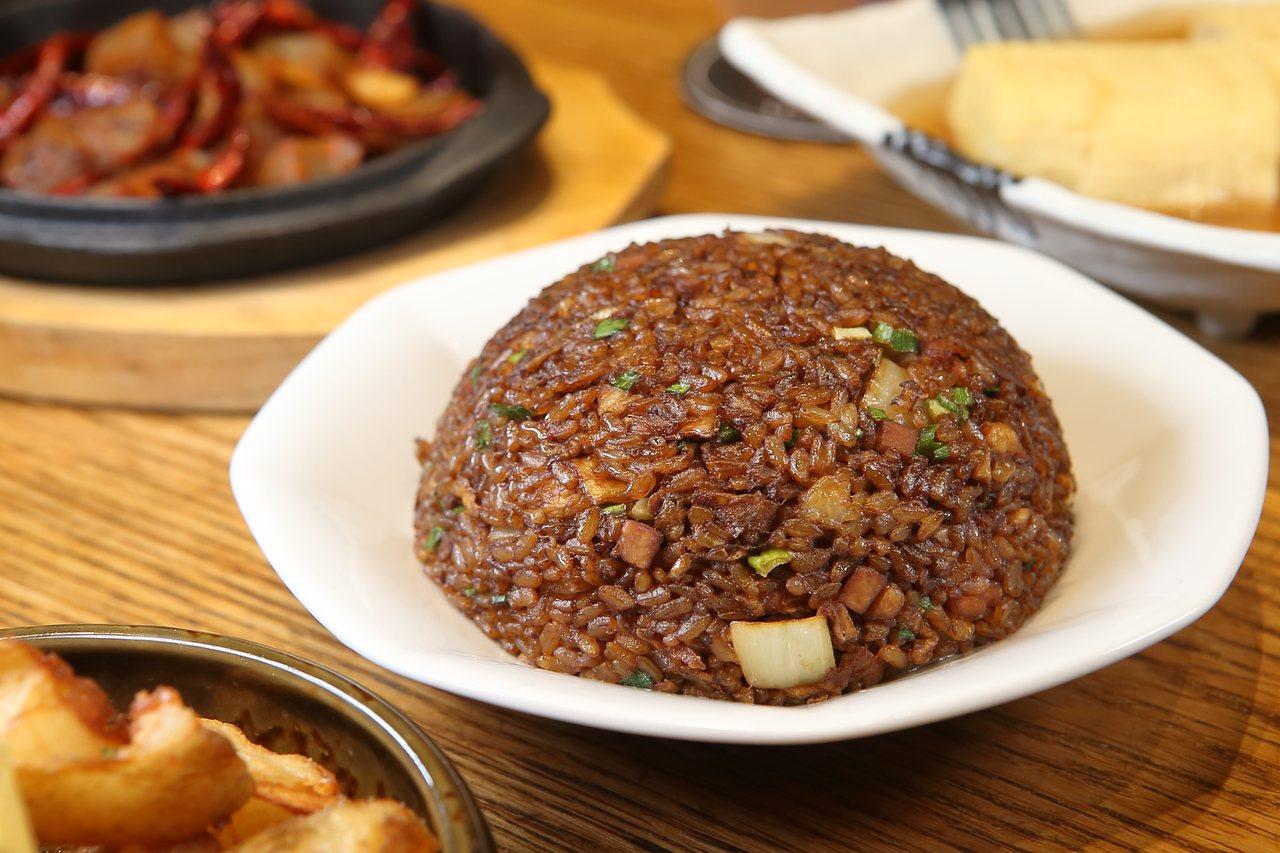 黑醬油炒飯(大),每份160元。記者陳睿中/攝影