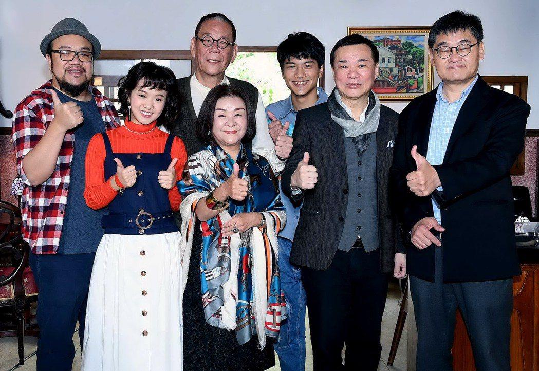 「老姑婆的古董老菜單」製作人葉天倫(左起)、嚴正嵐、龍劭華、吳秀珠、李冠毅和「合...