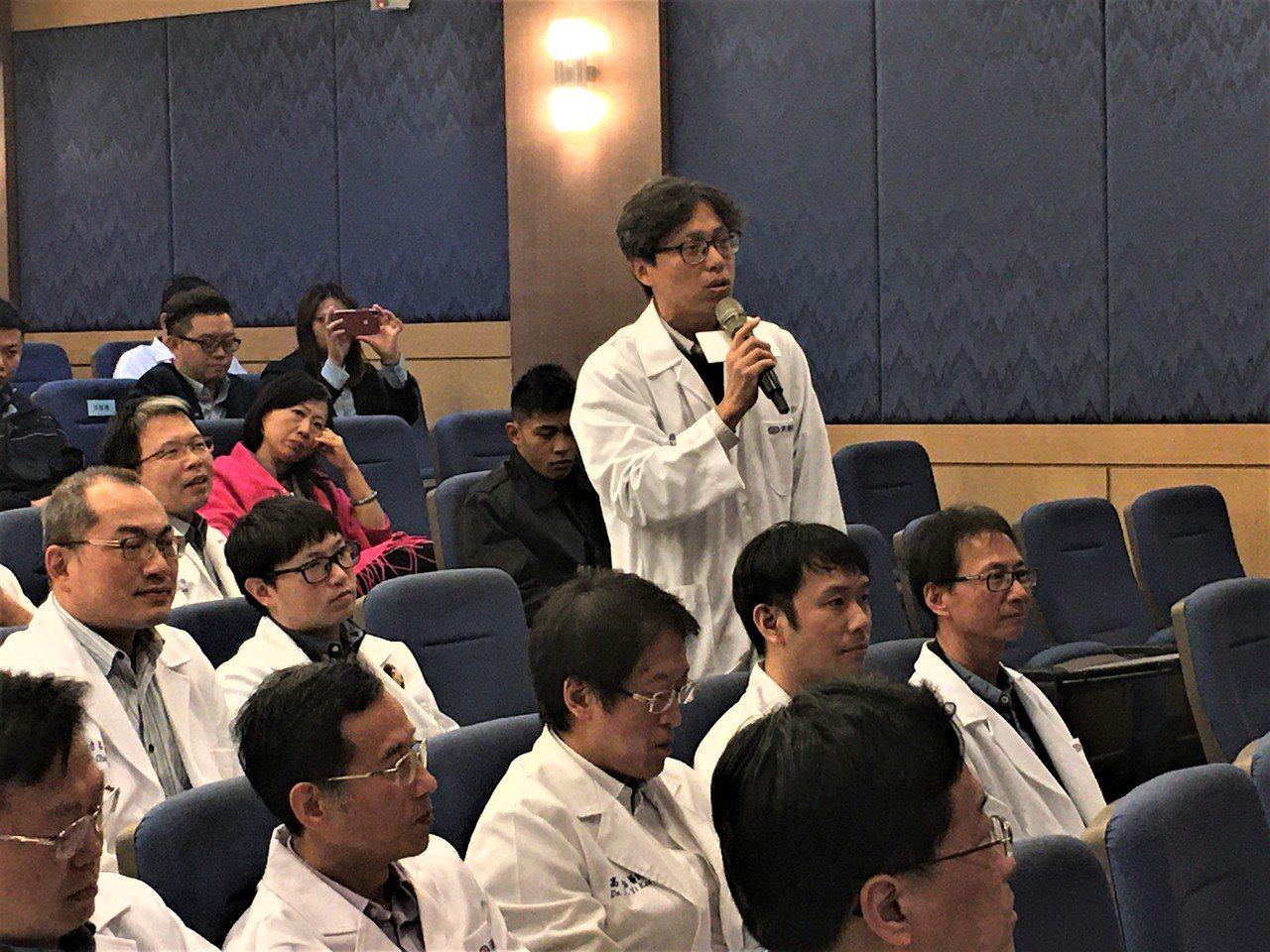 國民黨副總統參選人張善政與桃園醫界與談,不少醫師熱烈提問。 記者鄧桂芬/攝影