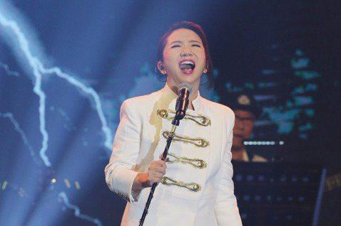 陶晶瑩(陶子)12日在連4天登場的PChome演唱會壓軸獻唱,以「BAD GUY」炒熱氣氛,不僅連換3套造型,且獻唱「太委屈」、「好膽你就來」、「魚仔」等9首好歌,她打趣說:「這次歌單是照顧各個年齡...