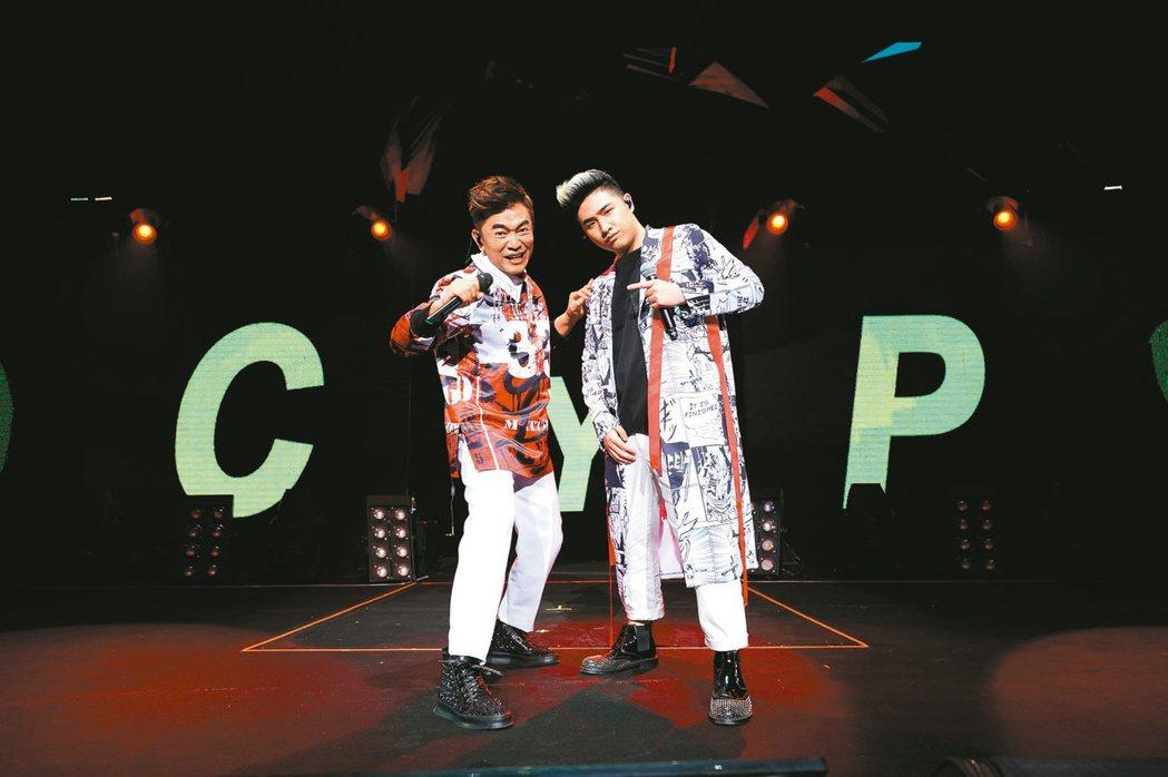 吳宗憲(左)的兒子鹿希派曾若出爭議。圖/華貴娛樂提供