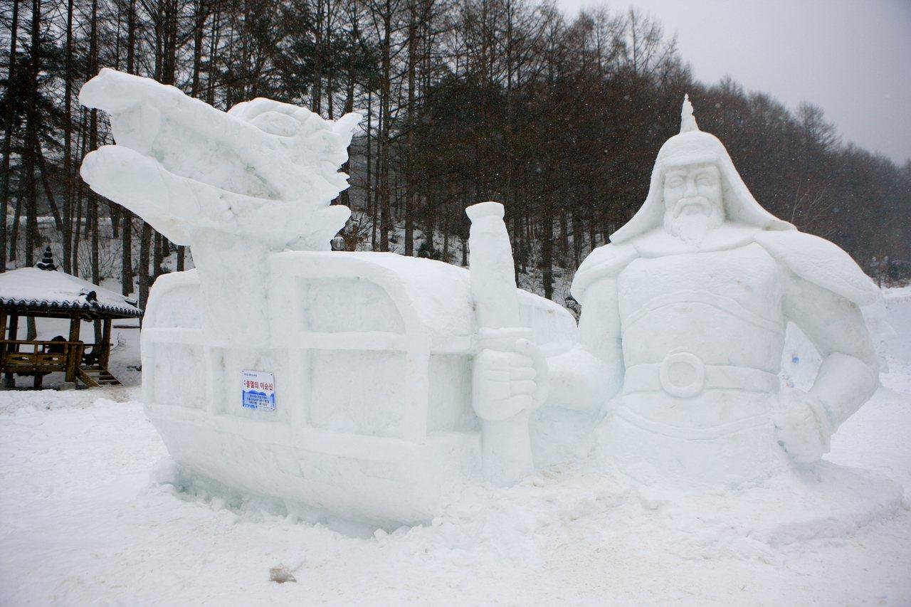 2020年1月10日至1月19日舉行的「太白山雪花節」,可看到各種超大型雪雕。圖...