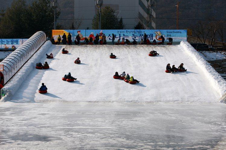 「冰雪王國華川櫻鱒節」是韓國代表性的冬季慶典活動之一。圖/韓國觀光公社提供