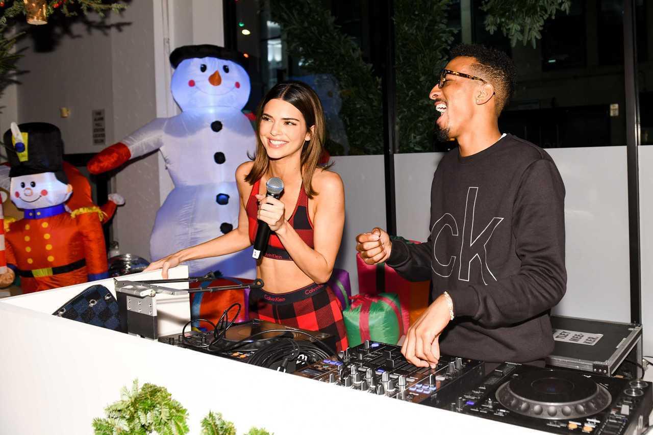 超模坎達爾珍娜和美國DJ Taco現身CALVIN KLEIN睡衣派對。圖/CA...