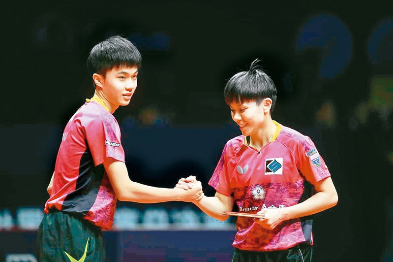 林昀儒(左)及鄭怡靜取得東京奧運門票。 圖/取自ITTF官網