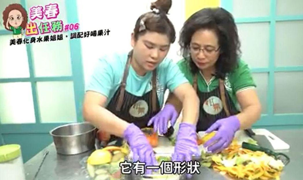 翁美春在臉書推出「美春出任務」,挑戰到果汁店切水果、打果汁。 圖/取自翁美春臉書