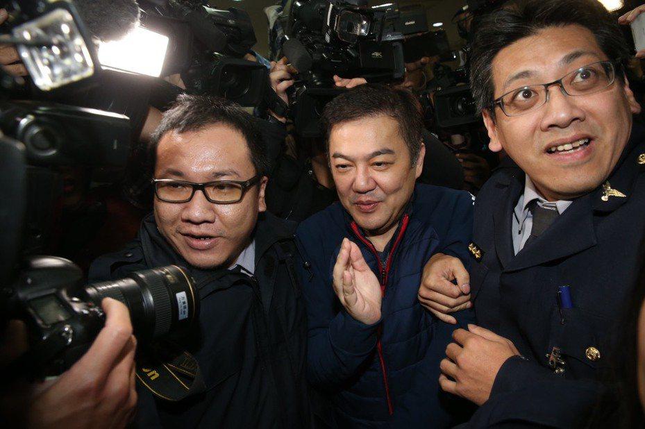 遠航董事長張綱維晚間到台北地檢署說明遠航經營情況。記者林俊良/攝影