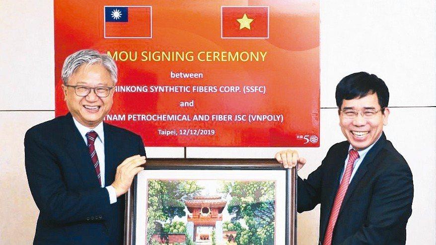 新光合纖公司SSFC與越南油電集團PVN子公司VNPOLY昨天在新光合纖舉行SS...