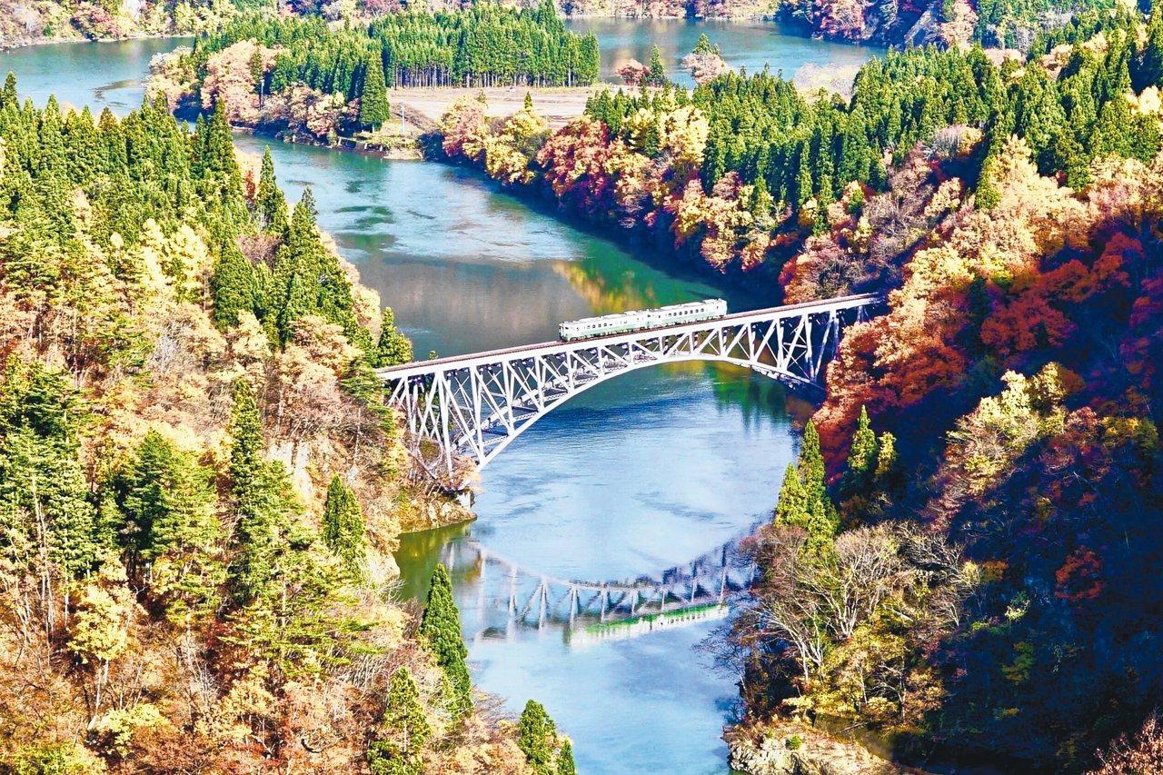 「只見線」四季風貌千變萬化,是每位旅人來到福島必定收集的絕美景致。 圖/陳志光、...