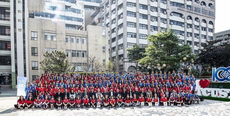 2019年僑委會海外青年台灣觀摩團大合照。 臺中科大/提供