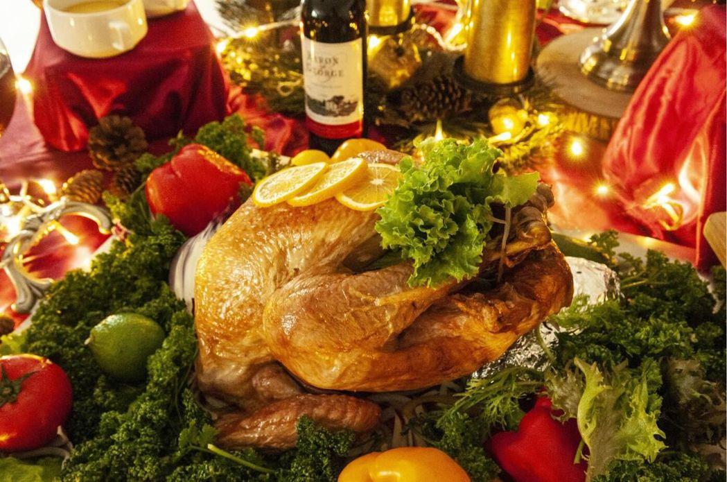 整隻火雞一上桌就超吸睛。  台南大飯店 提供