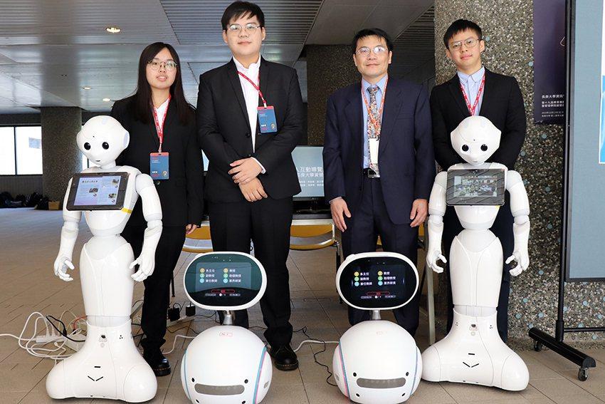 長庚大學支持機器人和人工智慧相關軟硬體的購買與教學,圖中的Zenbo及Peppe...
