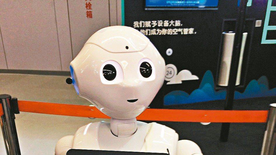 鴻海集團與阿里巴巴集團關係緊密,雙方曾結盟合作,推出Pepper機器人。 本報資...