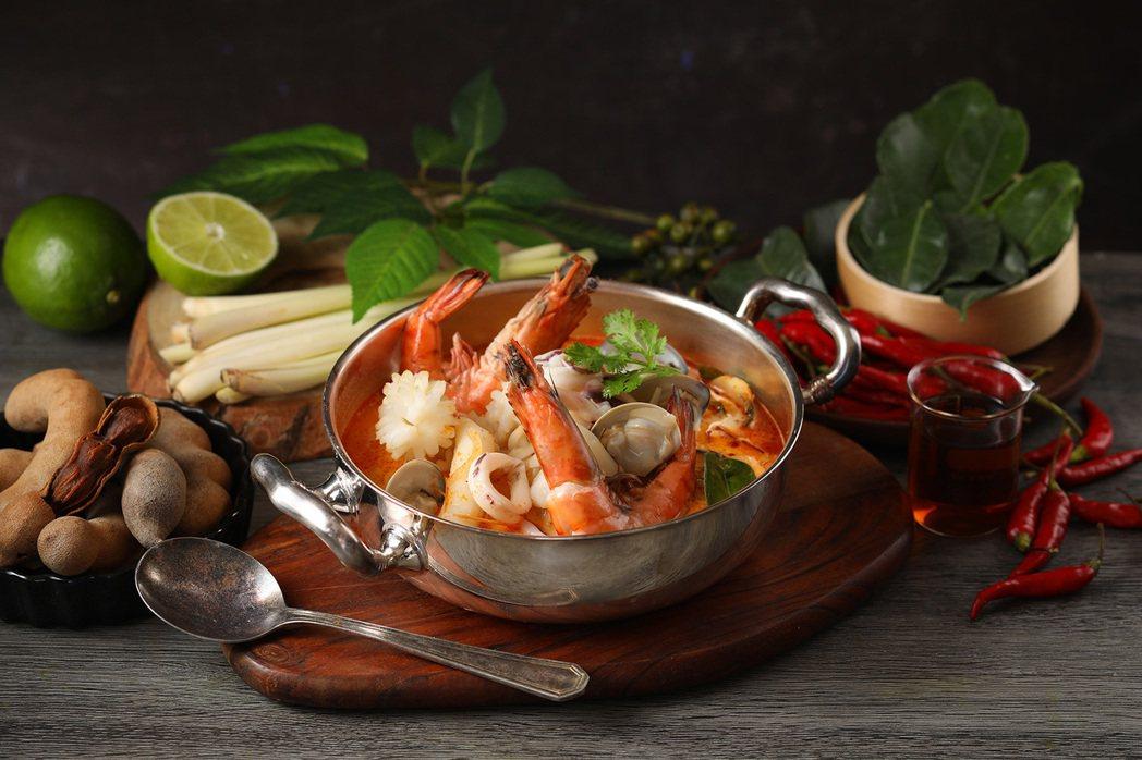 Asia 49-泰式酸辣海鮮湯NT$390。