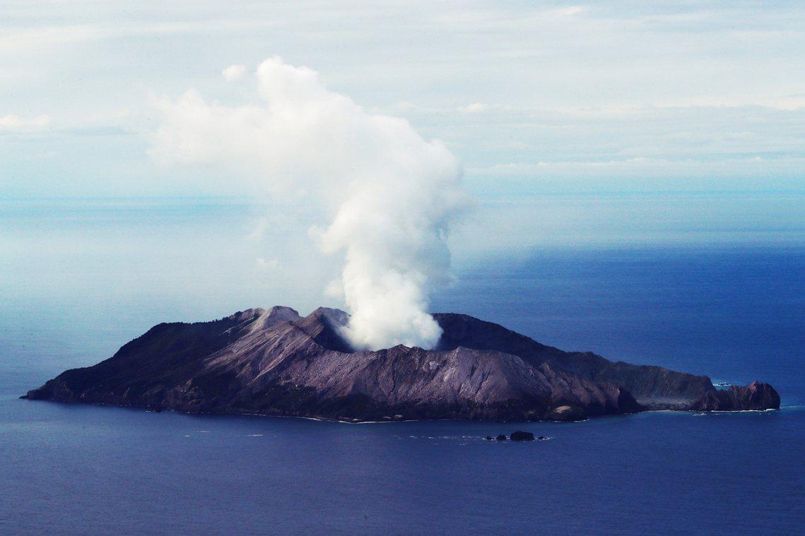 由於白島噴發後,島上的環境條件過於極端,因此在徹底搜索無果後,紐西蘭政府也於10...