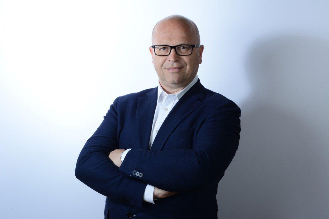 新任Genesis品牌設計總監的Filippo Perini。 摘自Genesi...