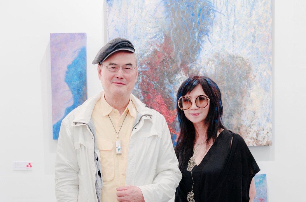 和泰興業董事長蘇一仲(左)與美女畫家李昕(右)。李昕/提供