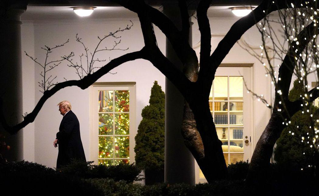 彭博引述知情人士報導,美國總統川普已批准與中國達成的第一階段貿易協議。路透