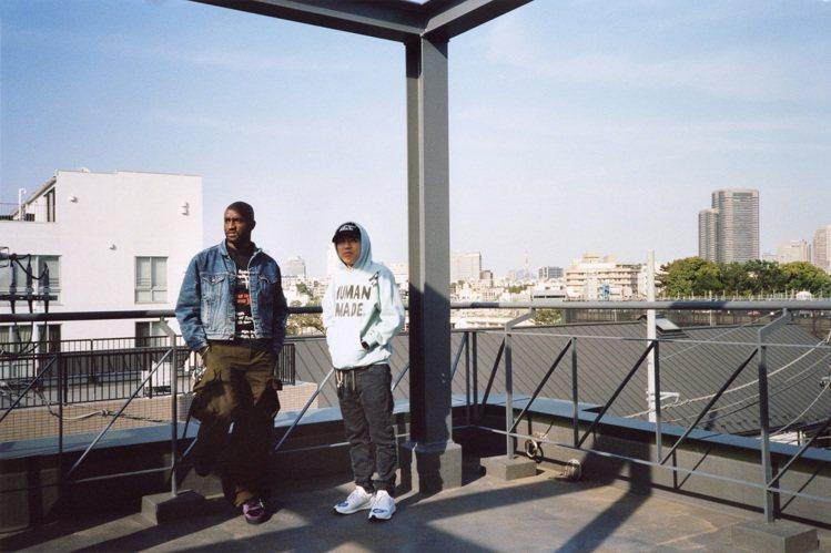 路易威登男裝藝術總監Virgil Abloh與日本街頭時尚傳奇人物Nigo合影,...