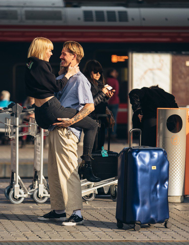 Crash Baggage的行李箱,自帶摔傷。圖/Crash Baggage提供