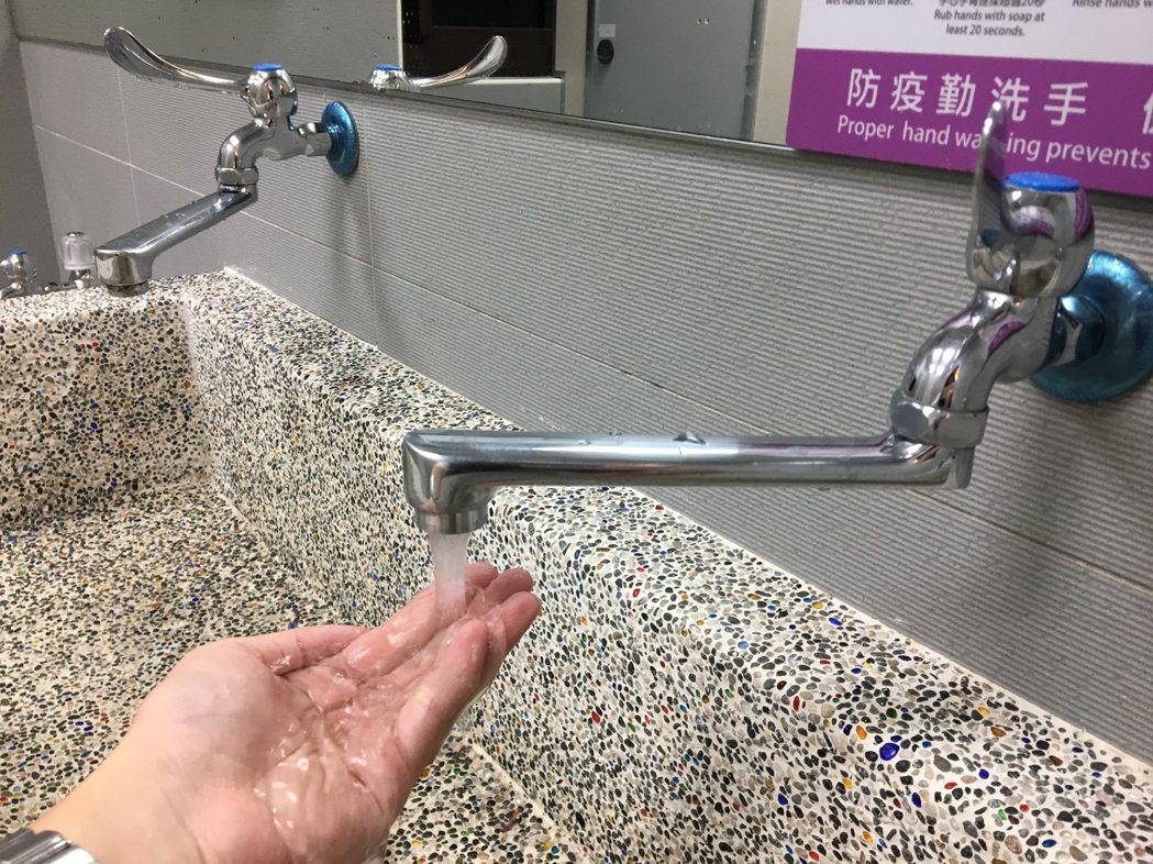 台灣自來水公司第二區管理處指出,為配合台電尖山加壓站停電施工,將於19日凌晨0點...