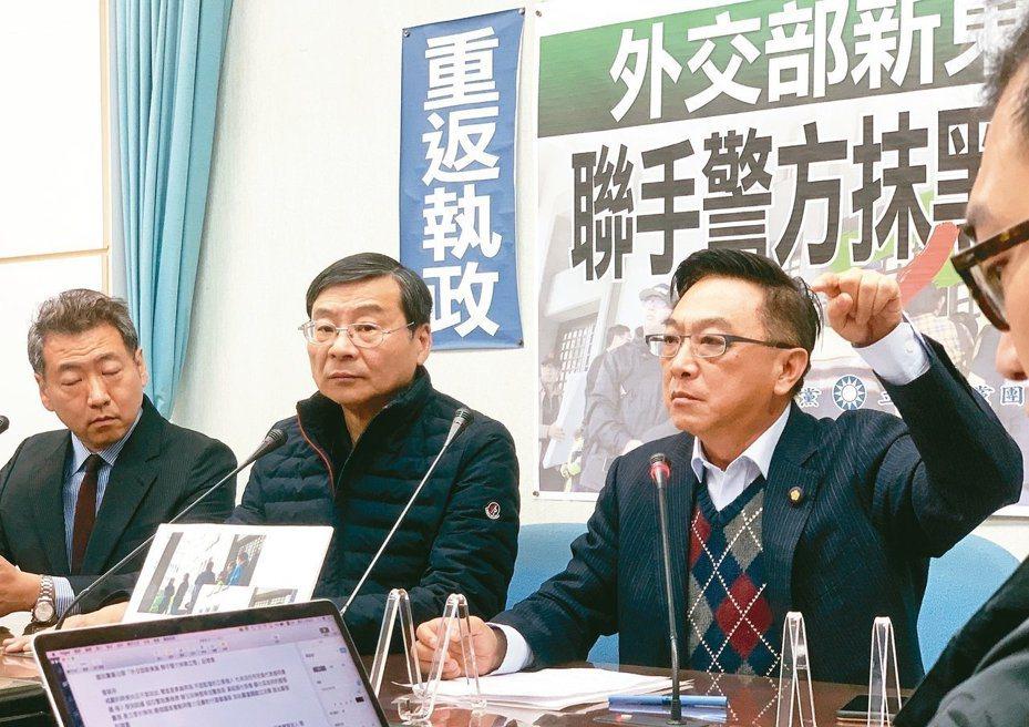藍委上周到外交部抗議,國民黨立法院黨團副書記長陳宜民拍落帽子、推擠保六便衣女警,引發爭議。 本報資料照片