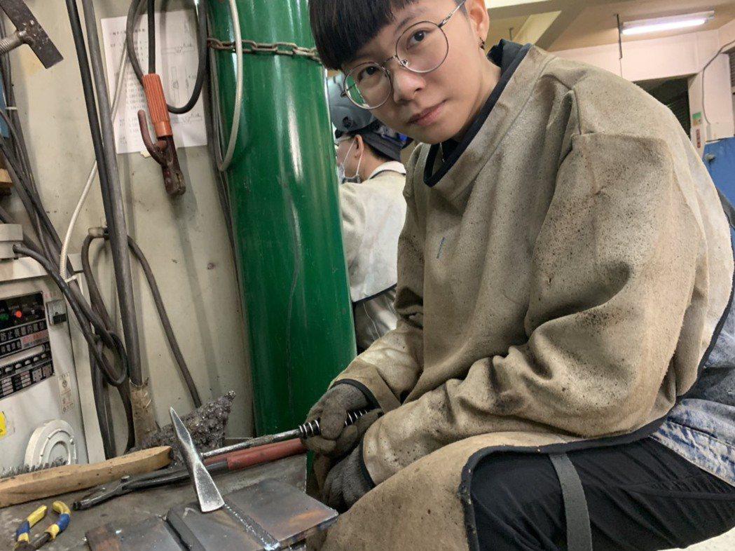 勞動部勞動力發展署桃竹苗分署「銲接實務班」22歲的林品均,為銲接班歷年來最年輕的...
