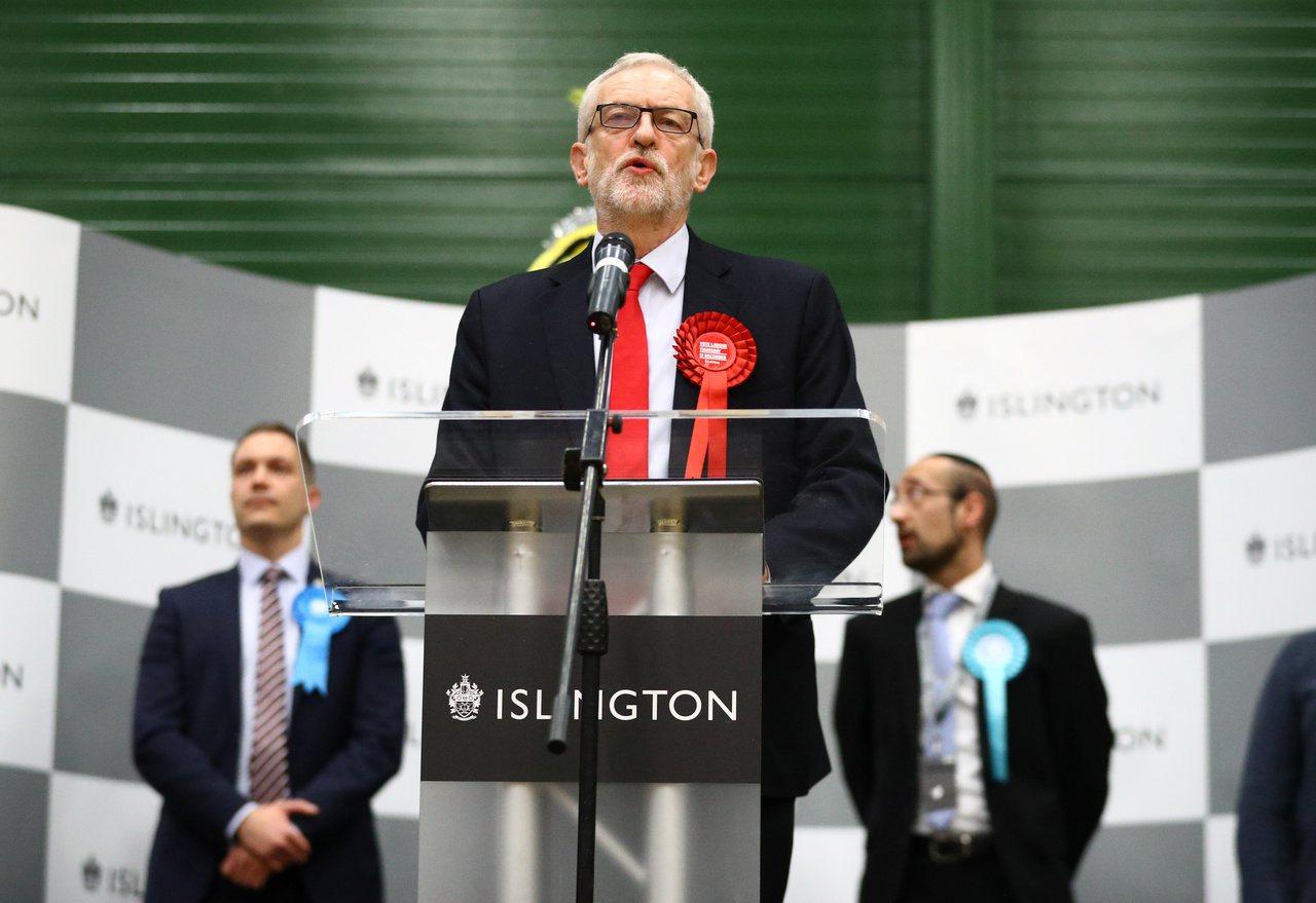 英國12日舉行國會大選,根據最新版選情預測,首相強生的保守黨將贏得362席,有望...