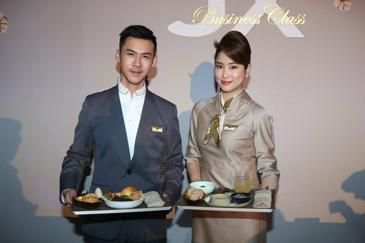星宇航空於12月13日正式公佈機上餐點內容。記者陳睿中/攝影