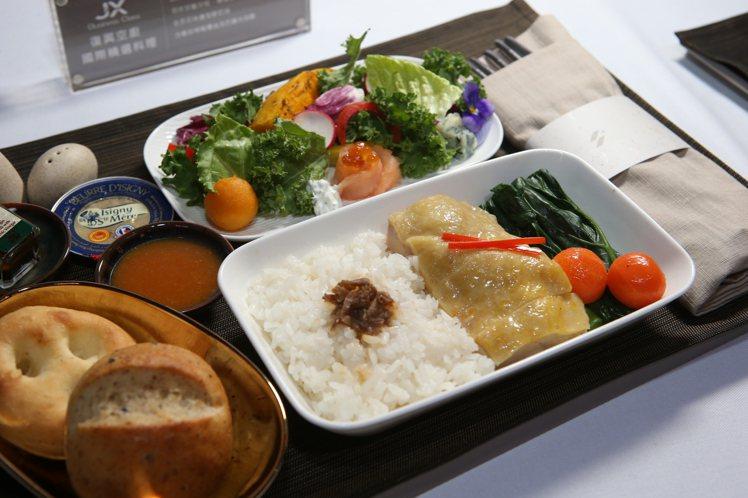具有台式風情的「台東鹿野雞飯」。記者陳睿中/攝影