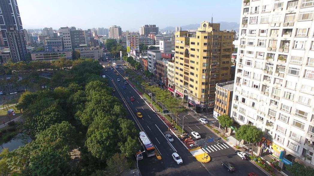新北市府在板橋區文化路闢建的新北市第一條公車專用道將於12月17日啟用。圖/新北...
