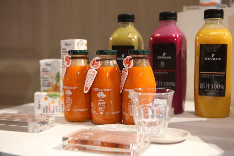 VDS胡蘿蔔綜合蔬果汁是使用100%東勢胡蘿蔔榨取而成。記者陳睿中/攝影