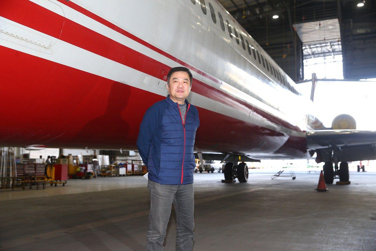 遠航董事長張綱維上午舉行記者會說明遠航是自己個人獨資的公司,自己沒有掏空遠航,也...