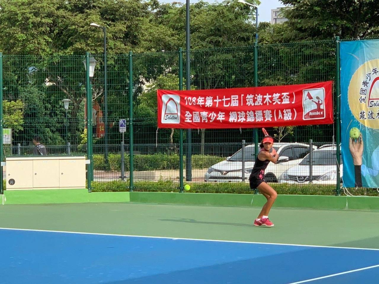 台中網球中心第一期完工啟用,議員批評只做一半難吸引國際賽事,台中市長盧秀燕說,將...