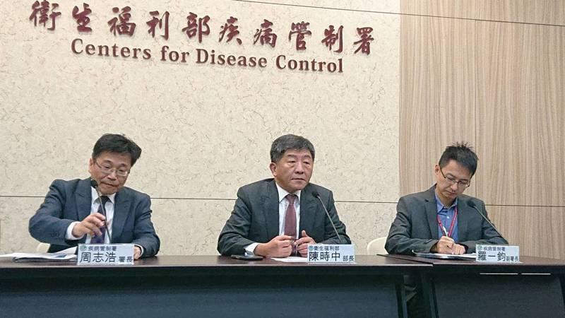 針對「疫苗之亂」,衛福部部長陳時中今親上火線說明,將提前配送60萬劑,即日起啟動地方調度中心,由專人專責處理,即時、快速處理接種點短缺問題。記者陳婕翎/攝影