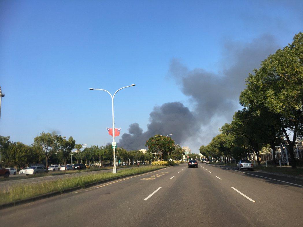 雲林縣斗六市發生工廠火警,目前正在搶救中。記者陳雅玲/攝影