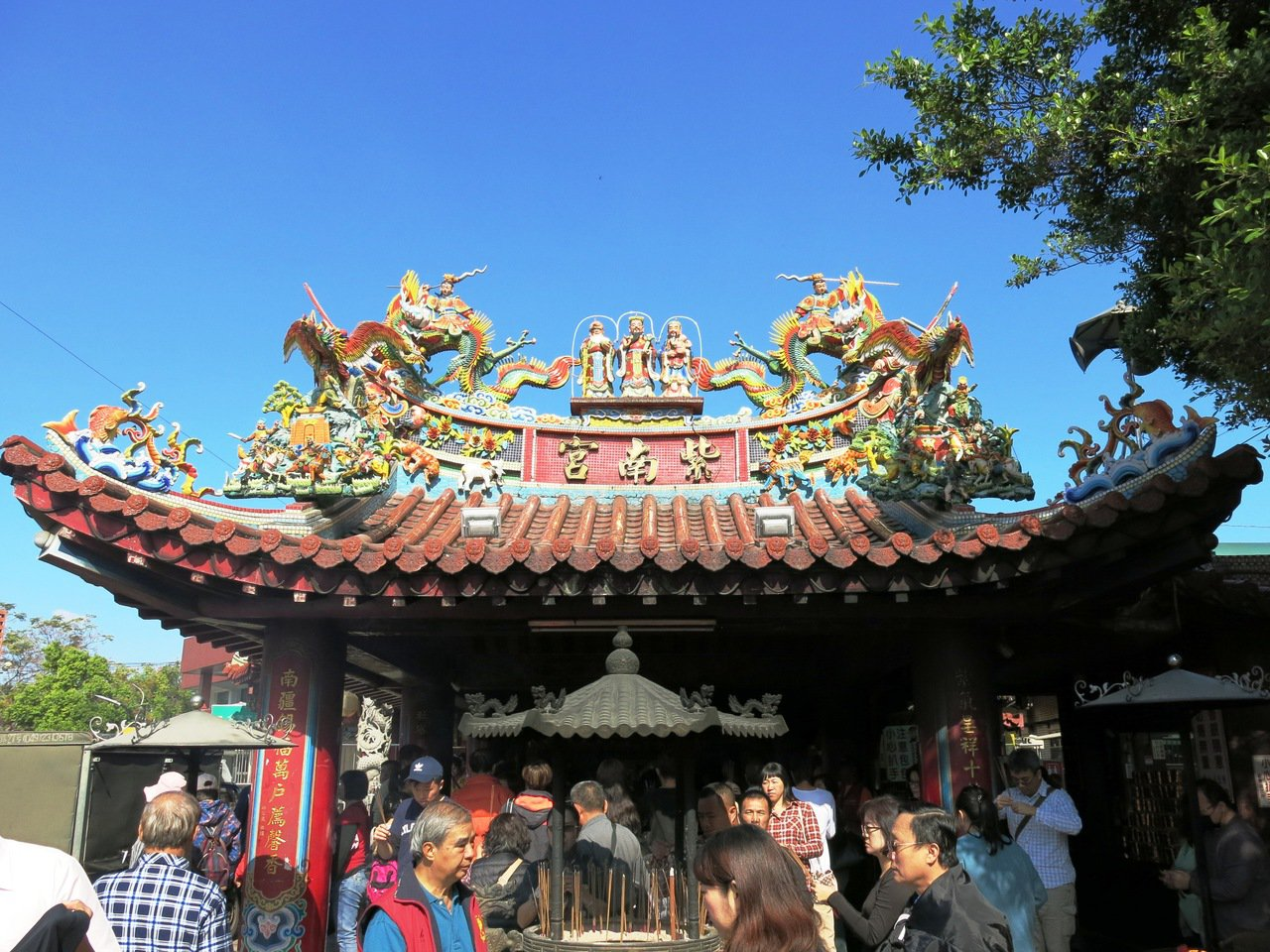 紫南宮迄今274年以來的香火始終延續不會,原來它特有的葫蘆香牌輪值傳統。記者黑中...