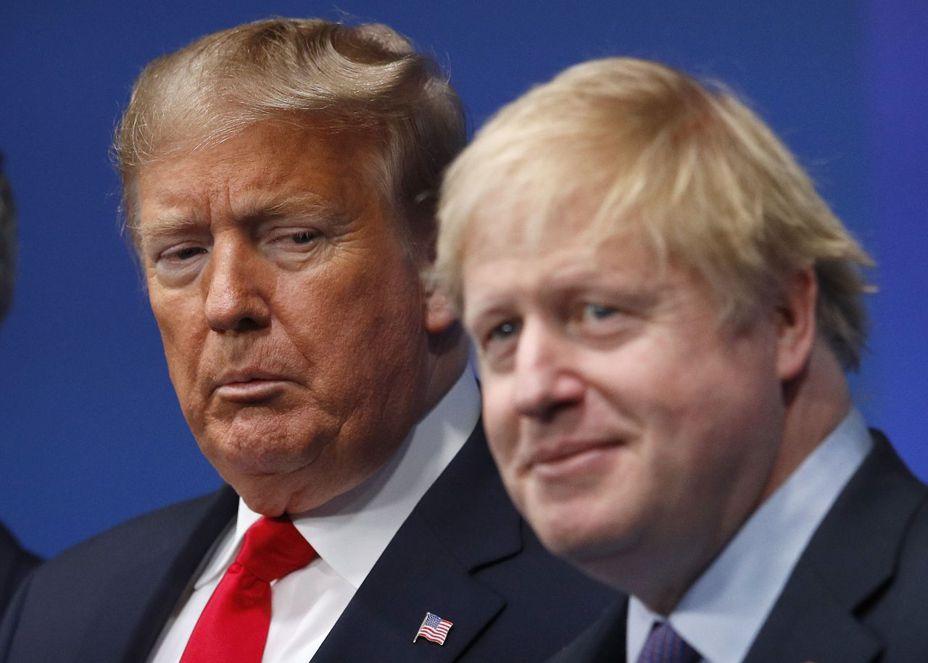 美國總統川普(左)宣布美中貿易協議好事近了,加上英國保守黨篤定在12日下議院選舉大勝有利首相強生(右)兌現脫歐支票,全球股市歡聲雷動。  美聯社