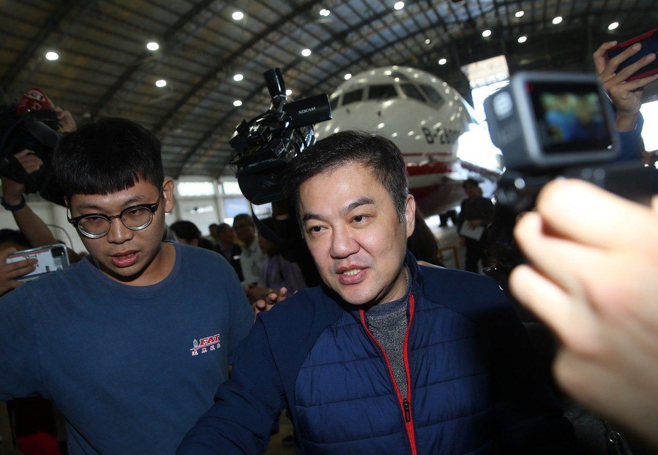 遠航董事長張綱維上午舉行記者會表示,遠航沒有要停業,十億資金即將到位,希望民航局...