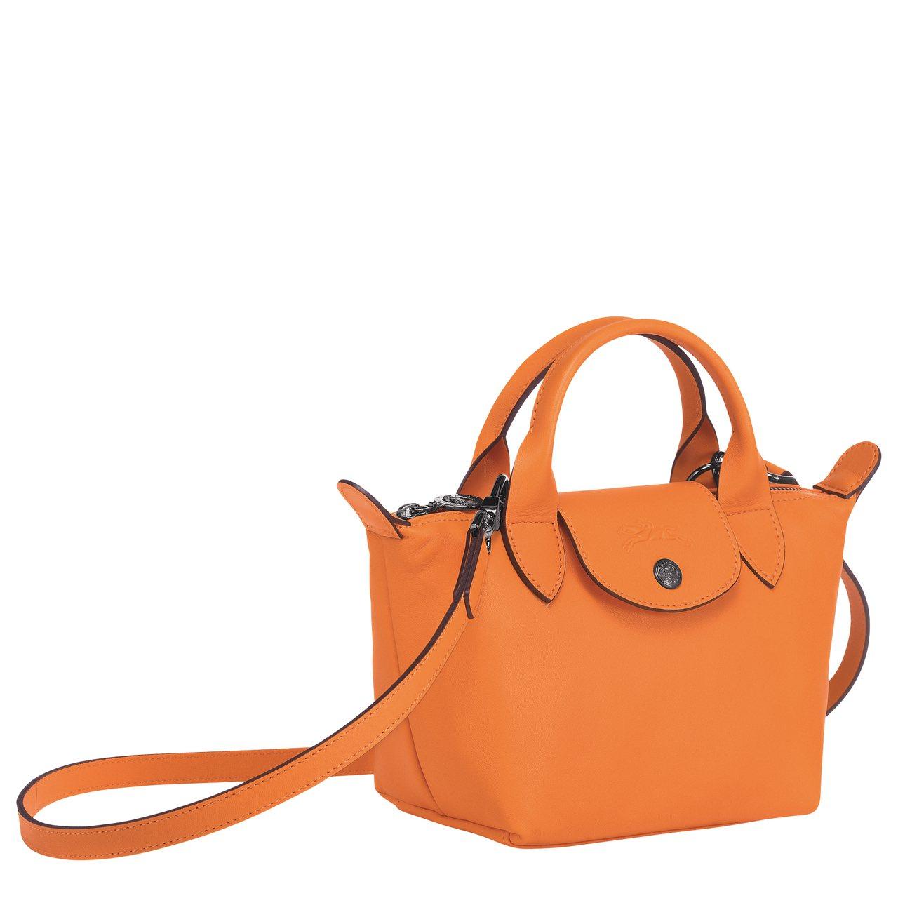 Le Pliage Cuir橘色手提包,售價13,600元。圖/LONGCHAM...