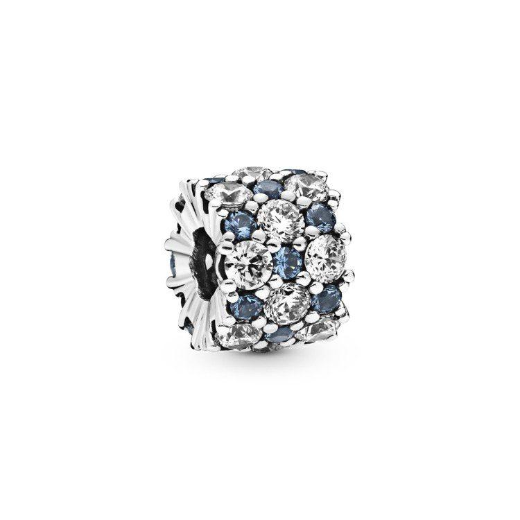 Pandora閃耀星空925銀藍水晶串飾2,880元。圖/Pandora提供