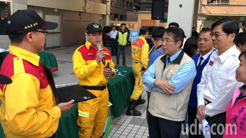 台南市消防局建置「救災安全APP」,用在控管救災人員進出火場情形,輔助現場安全官管控入室救災人員及工作時間,維護救災人員安全為首要目標。記者邵心杰/攝影