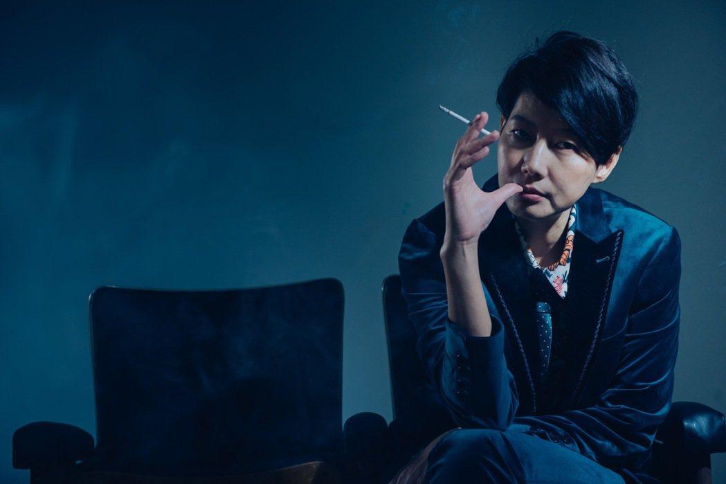 丁寧在新片「孤鳥還鄉」演出女同志,剪短髮嚇傻老公。圖/齊石提供 ※ 提醒您:抽菸...