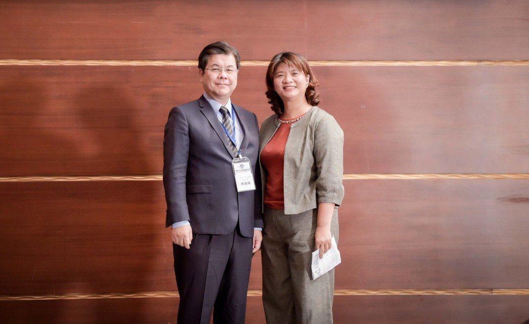 【中華中小企業經營領袖協會】趙淑燕理事長和經濟部中小企業陳國樑主任秘書的合照